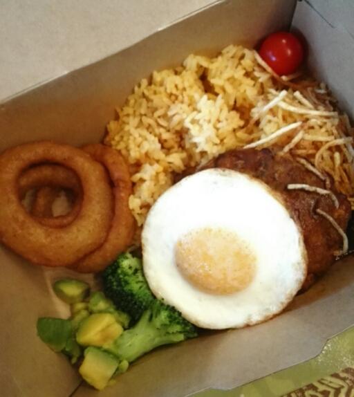 ディスカバリー・レストランの食事ロコモコ